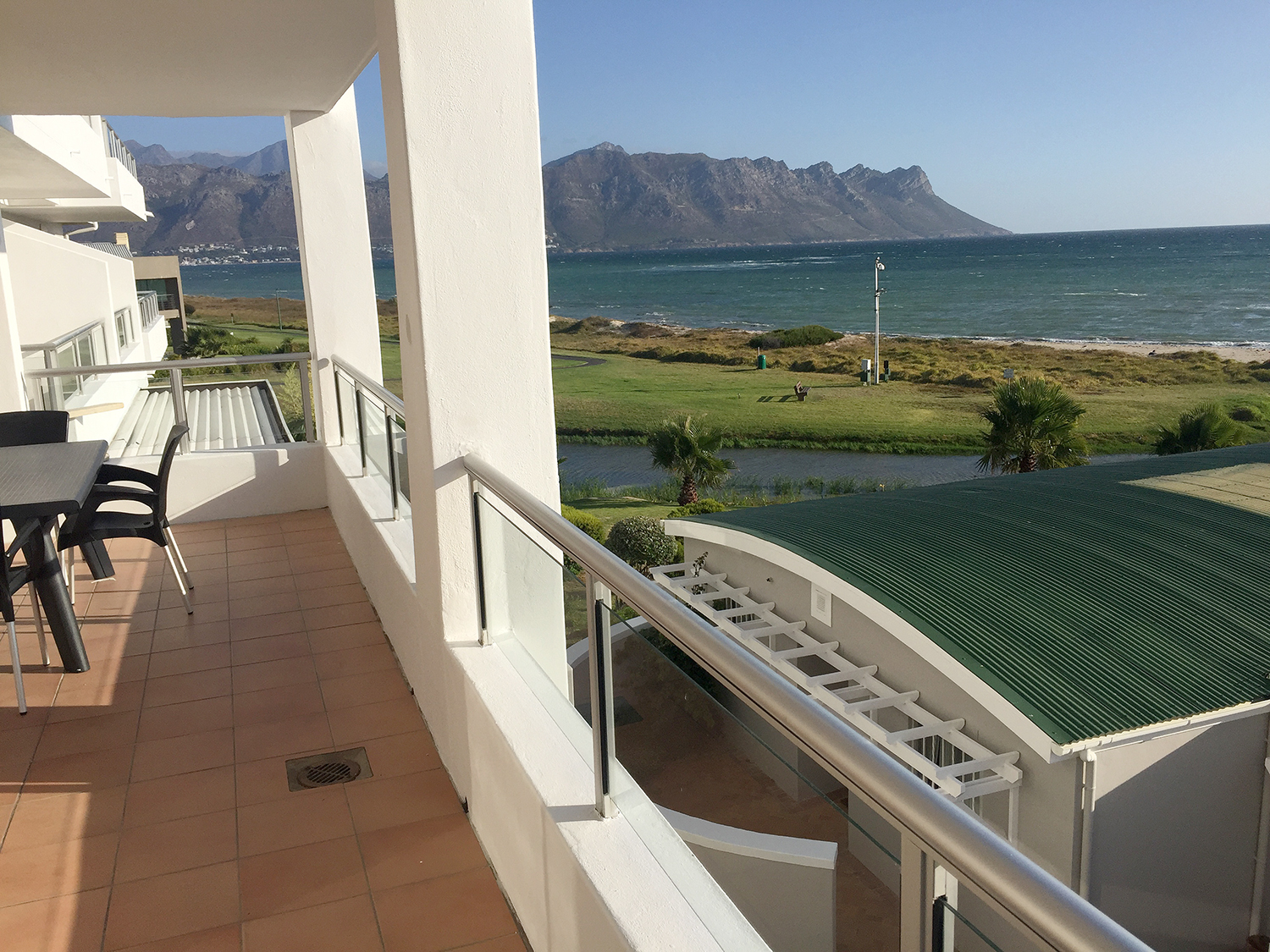 A104 GREENWAYS GOLF ESTATE | EMERALDBAY ACCOMMODATION | HOLIDAY FLATS | STRAND CAPE TOWN | ACCOMMODATION WESTERN CAPE